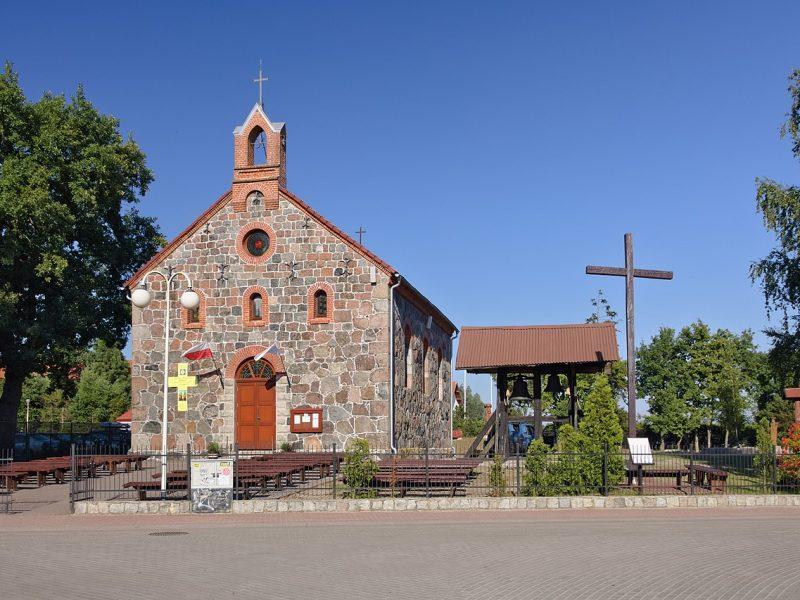 Neoromański kościół w Rowach